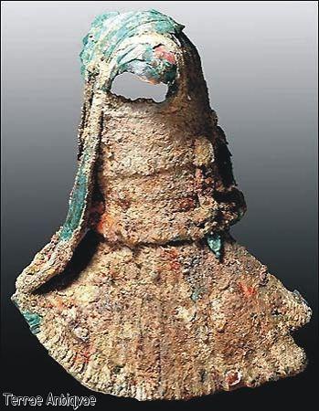 Pescador griego encuentra estatua de la antigüedad en el mar