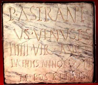 Tossal de Manises, Alicante. Hallan partes de dos estatuas romanas de bronce y mármol