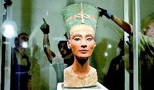 El nuevo trono de la bella Nefertiti
