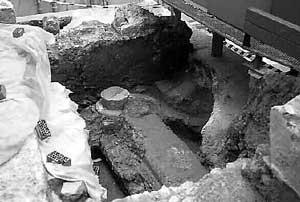 Los arqueólogos descubren parte de una balsa «porticada» vinculada a otras termas del foro