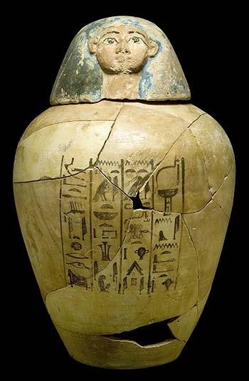 Arqueólogos españoles descubren un ajuar funerario de 3.400 años de edad cerca de Luxor