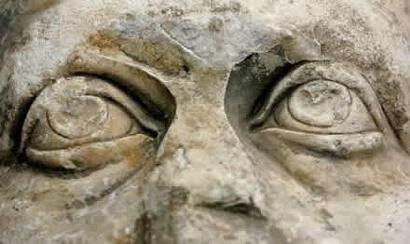 Roma: encuentran estatua del emperador Constantino en desagüe en desuso, dataría del año 312