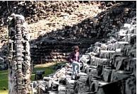 Descubren osamentas y edificios mayas en Copán