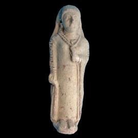 statuetta_femminile_in_calcare_con_fiore_tempio_di_afrodite_ad_amatunte_limassol_periodo_cipriota_arcaico_ii_museo_del_distretto_di_limassol_sqlar