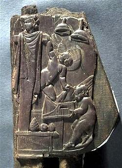 Trono madera Villa de los Papiros Herculano 002
