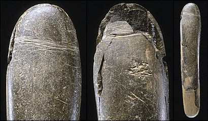 Arqueólogos hallan falo de piedra de unos 28.000 años en sur de Alemania en la cueva del Hohle Fel